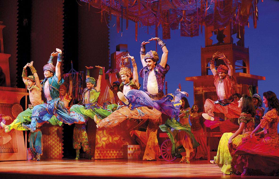 Aladdin de musical dansers
